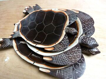 Nesting-wooden-turtle-shaped-serving-platters-from-the-Maldives